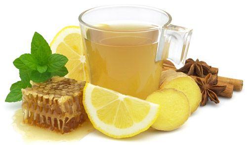 мед і лимон на білому тлі